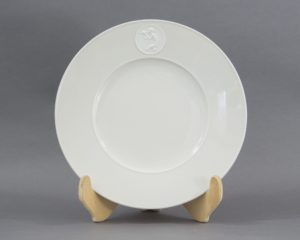 A beautiful hand made dinner plate made by the Königliche Porzellan Manufaktur or KPM in Berlin, Germany. The item belongs to the series 'Arkadia' and is made of beautiful off white or ivory porcelain with bisque porcelain cartouches depicting classic subjects. This item has a cartouche depicting a nude in the reeds. The item measures 26cm in diameter. The item is in a perfect, unused condition. Please note this set is hand made and might have slight imperfections from the manufacturing process. Please find more Königliche Porzellan Manufaktur Berlin here: link