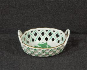 A small basket made by Herend Hungary (nr. 7425 AV).