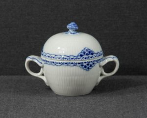 A sugar bowl made by the famous porcelain manufacturers Royal Copenhagen, belonging to the series 'Princess'.