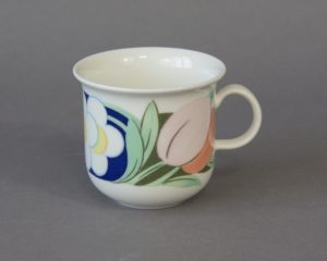 A vintage coffee cup made by Arabia Finland belonging to the series Arctica Poetica, designed by Dorrit von Fieandt.