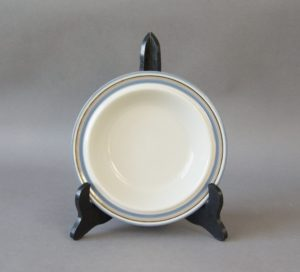 A vintage soup plate made by Arabia Finland belonging to the series Uhtua.