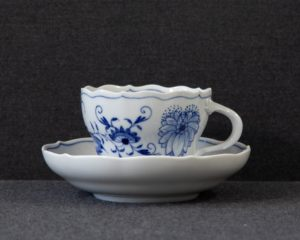 Zwiebelmuster Teacup and saucer