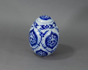 A Chinese Porcelain Decorative Egg