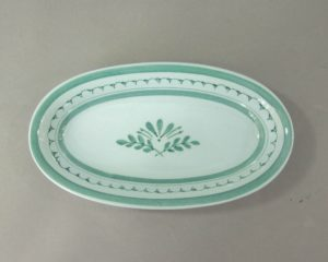 An Arabia Finland 'Green Thistle' small oval bowl.