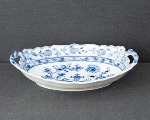 Zwiebelmuster large oval bowl