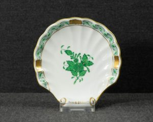 A Herend Apponyi Green Shell Shaped Dish.