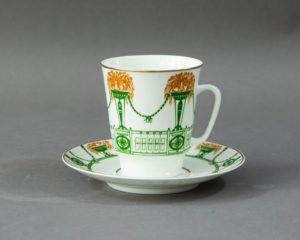 Garland pattern coffee cup