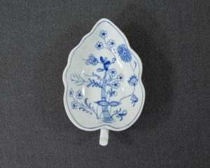 An antique Zwiebelmuster Leaf Shaped Dish.