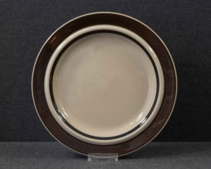 A vintage lunch plate made by Arabia Finland belonging to the series Ruija.