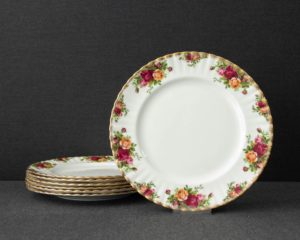Old country roses dinner plate