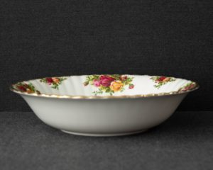 Old country roses serving bowl