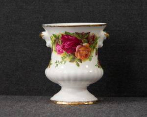 Old country roses small vase