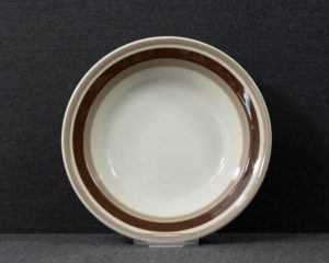 An Arabia Finland Pirtti rim soup plate.  The plate belongs to the Pirtti series. The Pirtti series was designed by Anya Jaatinen Winqvist.  The item has Arabia's traditional beige glaze color and has brown lines.  The plate measures 20 cm. in diameter.  The item is in an excellent but vintage condition with surface wear.