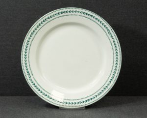 A Gien Lauriers Lunch Plate.